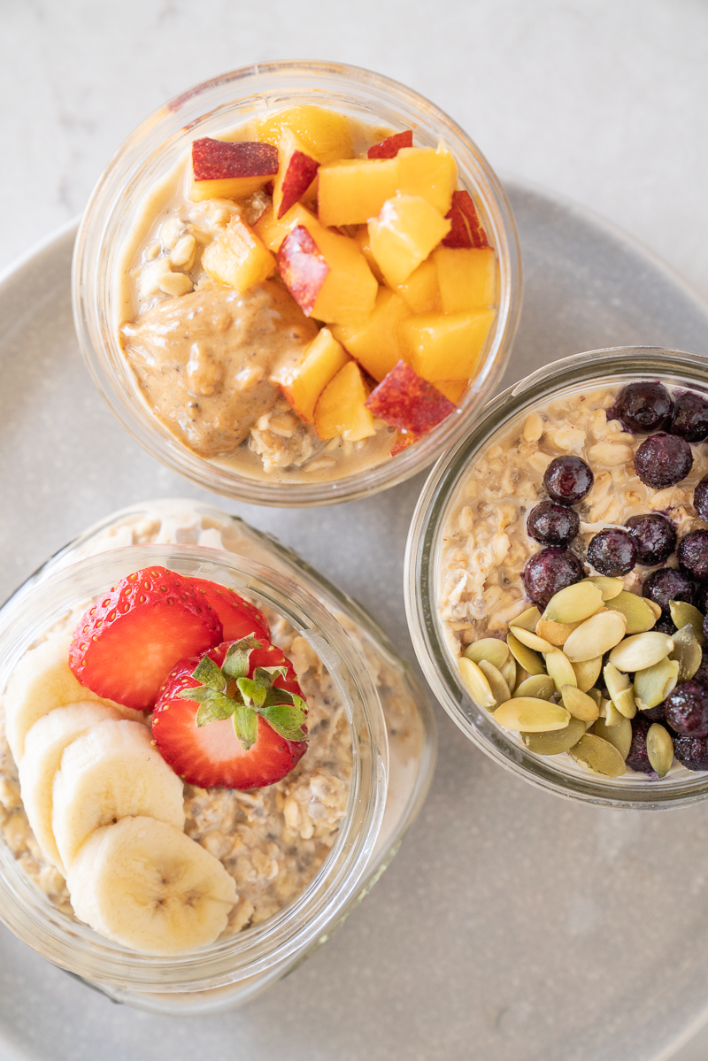 Basic overnight oats recipe that can be customized with favorite fruits, nuts and any add-ins. Vegan recipe and the perfect breakfast to make ahead. www.mountainmamacooks.com