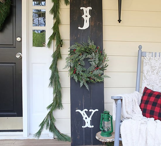 how to make an outdoor christmas sign for the porch mountainmodernlife.com