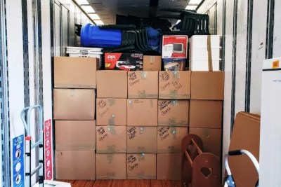 local packed mountain movers truck