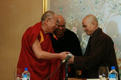 Dalai Lama with Thich Nhat Hanh (c) melinarose on Flicker