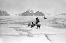 7 Sledges on sea ice, Hampton Scott Polar Research Institute University of Cambridge