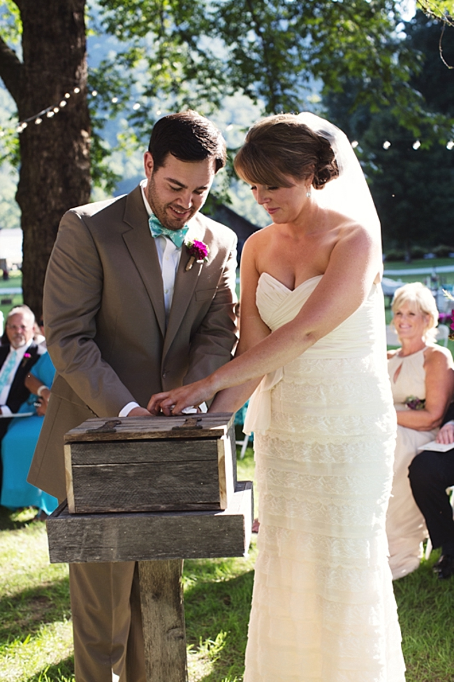 ceremony  rustic chic wedding via http://mountainsidebride.com