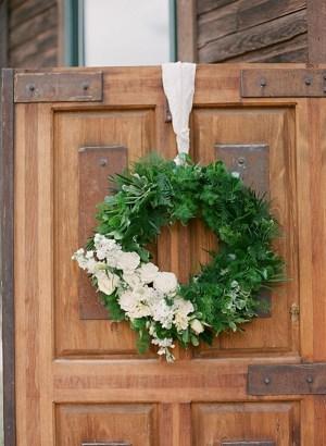 Wedding wreath | Dunton Hot Springs Wedding |Laura Murray-0003