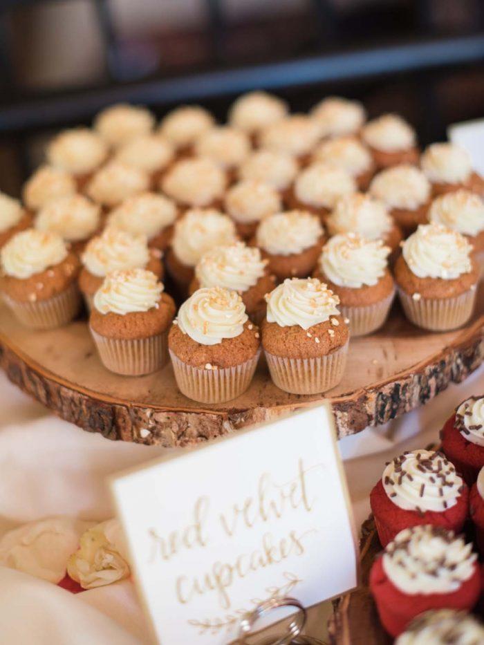 rustic cupcake | Copper Mountain Wedding Colorado Danielle DeFiore Photography | Via Mountainsidebride.com