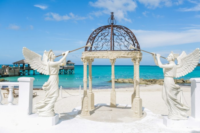 Sandals Royal Bahamian | Alexis June Weddings Aisle Society Retreat 125