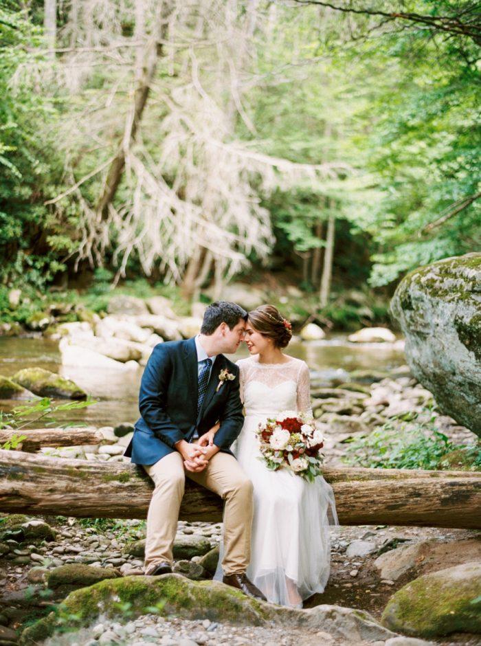 21 Spence Cabin Intimate Wedding | JoPhoto | Via MountainsideBride.com