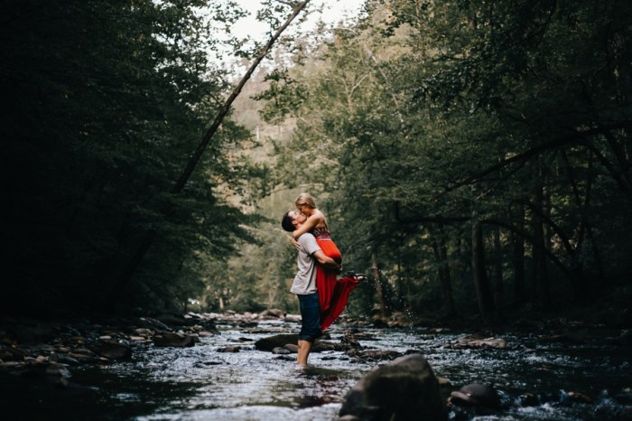 24 Smoky Mountain Engagement Session Erin Morrison Photography Via MountainsideBride.com