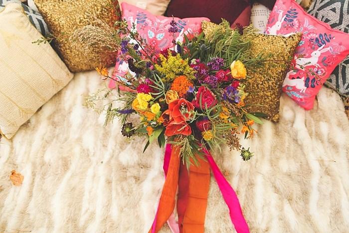 22 Colorful Bouquet | Blue Ridge Mountain Fol Inspration | Jordan Brannock Photography | Via MountainsideBride.com