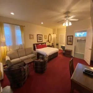 Hartland Inn Suite