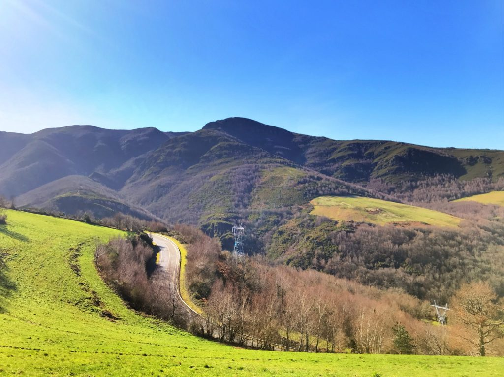 Rolling green hills on the Camino de Santiago