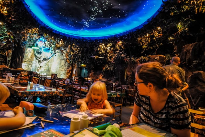 Best Places to Eat in Disneyland Paris; Top 10 Best Themed Disneyland Paris Restaurants