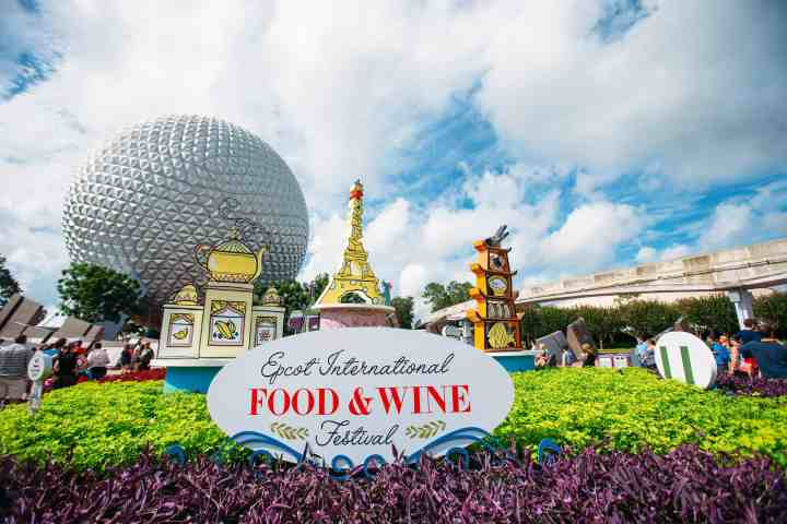 Walt Disney World's Food and Wine Festival combines outdoor kitchens, music, classes and more! There is so much to do at Food and Wine, great for both kids and adults. Here's the beginners guide for all things Food and Wine. #disneytips #tasteepcot #foodandwine #waltdisneyworld