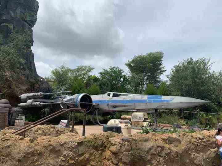 Find out the best things to do at Disney's Star Wars: Galaxy's Edge! Get to know what merchandise, dining, and attraction is available in this new land at Disney World and Disneyland. Star Wars will pull in massive crowds and create a lot of headache for guests. This travel guide gives you comprehensive advice on how to get the most out of your visit to Black Spire Outpost. #disneyland#disneyworld#starwars