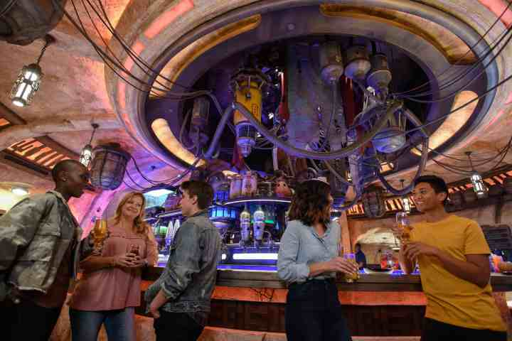 Things You Need to Know About Oga's Cantina in Star Wars: Galaxy's Edge
