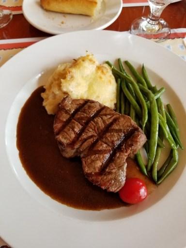 Filet de boeuf grillé (Grilled Tenderloin of Beef)