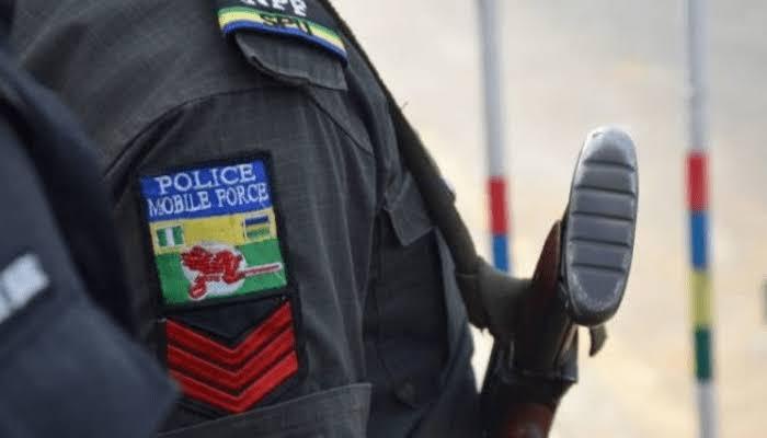 40 policemen storm Ajaawa, whisk away Oba's scribe, Chairman's gatekeeper