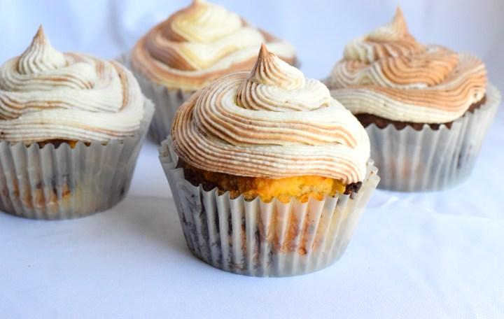 keto chocolate vanilla swirl cupcakes