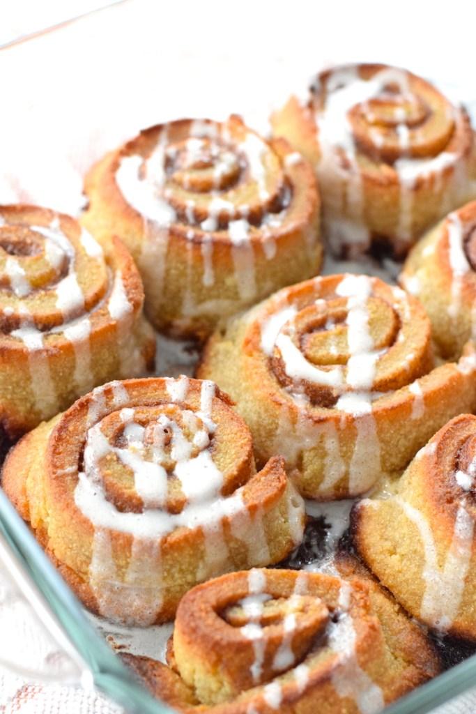 keto cinnamon rolls with cream cheese glaze