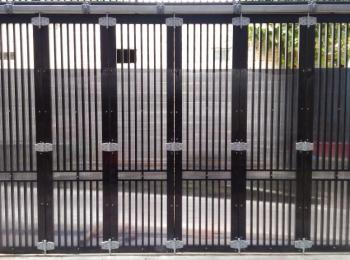 pintu-garasi-hollow-1