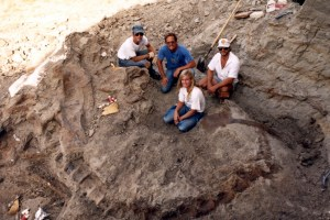 "Susan Fredrickson, Peter Larson, Neal Larson discover Sue, the Tyrannosaurus Rex in South Dakota in ""Dinosaur 13"""
