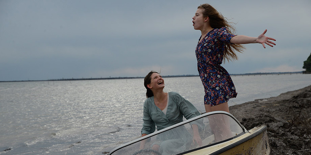 """Lou de Laage and Josephine Japy in """"Breathe"""""""