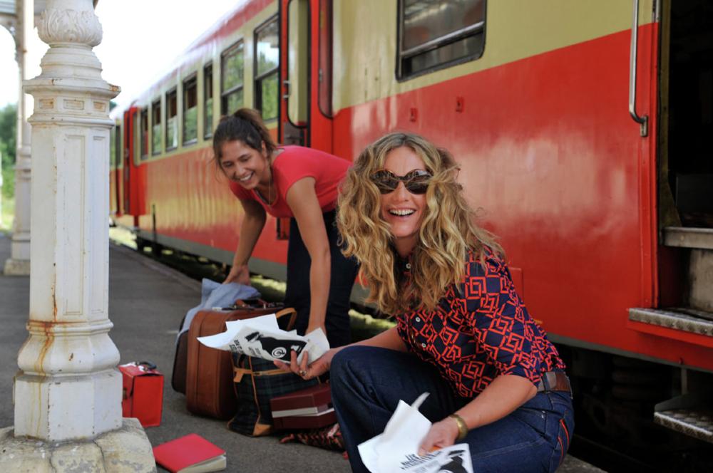 "Cécile de France and Izïa Higelin in ""Summertime"""