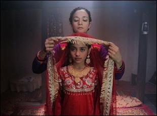 """Samiya Mumtaz and Saleha Aref in """"Dukthar"""""""