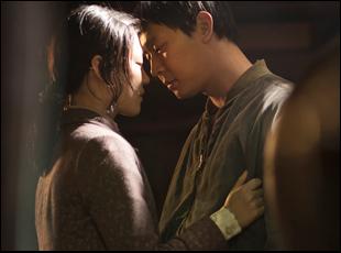 "Park Yu-Chun and Han Ye-Ri in ""Haemoo"""