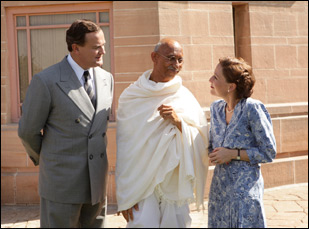 "Hugh Bonneville and Gillian Anderson and Neeraj Kabi in ""Viceroy's House"""