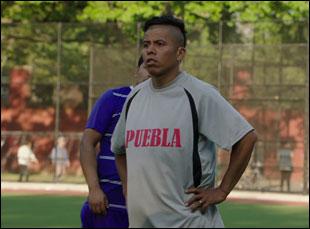 """Fernando Cardona in """"En El Septimo Dia"""""""