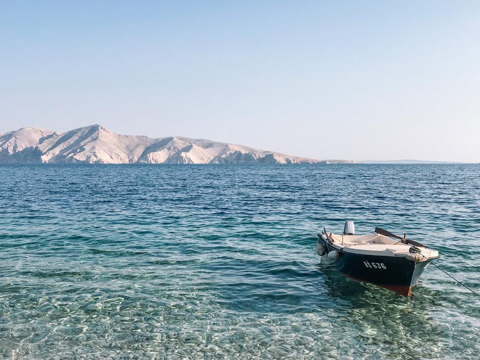 vrzenica krk croazia spiaggia raggiungibile in barca