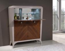 Móvel Bar em nogueira e lacado alto brilho taupê. Personalize o mesmo de acordo com o seu gosto e espaço.