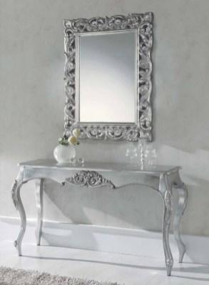 Consola em lacado alto brilho prata. Peças de mobiliário que transformam os ambientes.