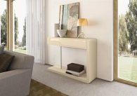 Consola em carvalho cor creme e lacado alto brilho creme. Peças de mobiliário que transformam os ambientes.