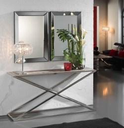 Consola com pé inox e tampo de madeira. Peças de mobiliário que transformam os ambientes.
