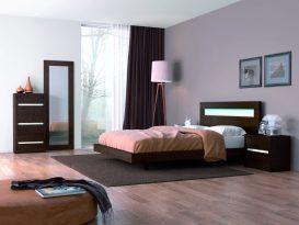 Quarto Casal em Pinho Chocolate com pormenores em decapê branco. Transforme o seu quarto num Quarto de Sonho!