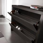 Sapateira em carvalho cor preto. Peças de mobiliário que transformam os ambientes.