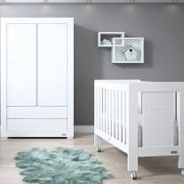 Mobiliário para bebé em lacado branco. Visite-nos e conheça a nossa colecção de mobiliário para bebé!