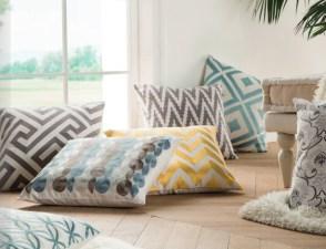 Almofadas decorativas em tecidos com bordado