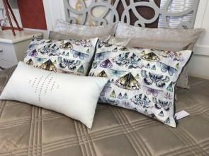Almofadas decorativas em tecidos estampados