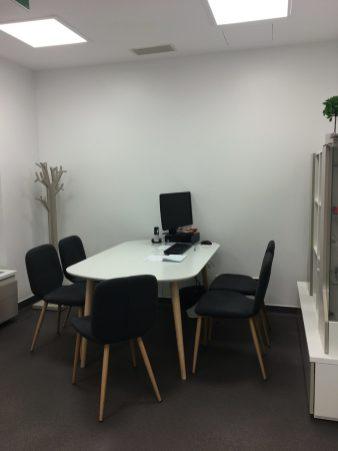 Gabinete mobilado e decorado por Móveis Infante e Cabrita