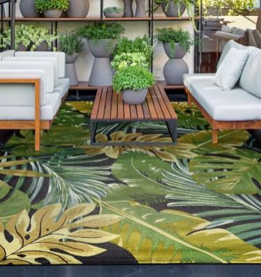 Temos disponíveis vários modelos de carpetes indicadas para o uso exterior. Consulte-nos para mais informações.