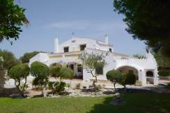 Farmhouse style villa for sale in Biniali, Menorca
