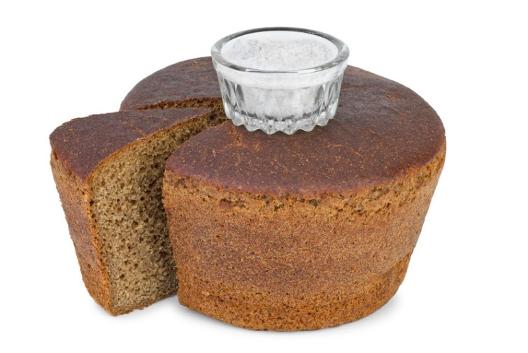 Brot und Salz zum Einzug