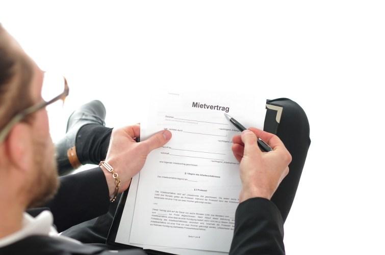 Mietvertrag durchlesen