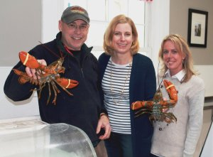 Kevin Smith of Lobsta Bakes of Maine, with IPM volunteer coordinator Carol Rountree and event co-chair Wendi Rhizor