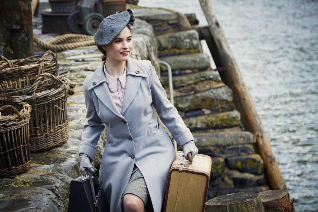 guernsey-literary-potato-peel-soceity-film-lily-james