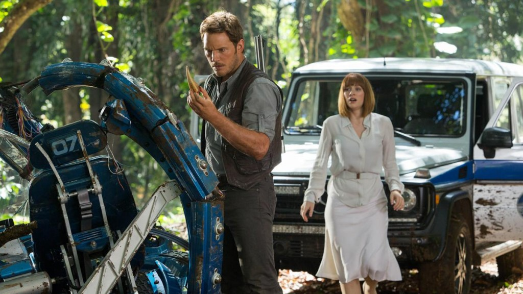 https://indierevolver.files.wordpress.com/2014/12/chris-pratt-bryce-dallas-howard-jurassic-world.jpg?w=1200