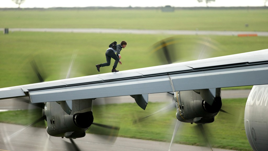 https://cdn0.vox-cdn.com/uploads/chorus_asset/file/3532148/mission-impossible-rogue-nation-airplane-wing_1920.0.jpg