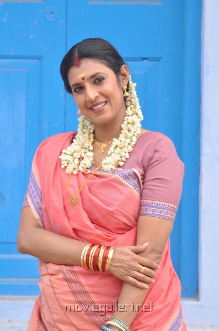 Prabhakaran Hd Wallpapers Picture 229380 Actress Kasthuri In Nadodi Koottam Movie